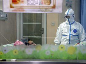 """武汉肺炎》去年示警疫情… 8医师被中国以""""造谣""""送办"""